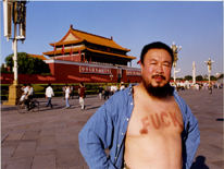 Ai Weiwei se queda sin papeles
